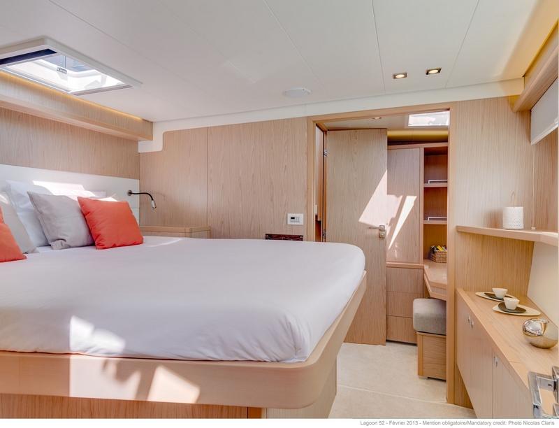 luxe catamaran ruime slaapcabine